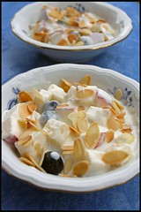 Yaourt aux pommes, amandes et miel