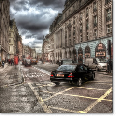 London's streets - Black car in the intersection (Niels J. Buus Madsen) Tags: canon photography hdr niels madsen jrn buus tvis 5dii nbuusmadsenventus