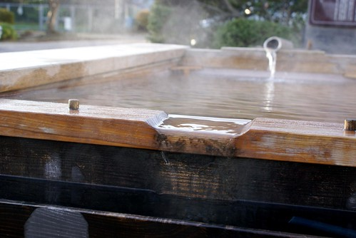 弥彦温泉の足湯