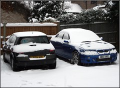 2002 24v quad cam V6 MG ZT 180+ and some snow.. (Stuart Axe) Tags: uk greatbritain blue 2002 winter england white snow cold ice car weather sedan frost unitedkingdom snowstorm rover mg gb icicle british blizzard saloon essex icicles bought austinrover mgzt zt mgrover 25l rover75 i mgzr mgzs bigfreeze roewe thebigfreeze mg7 propercar 166axe rovergroup gx52nkr