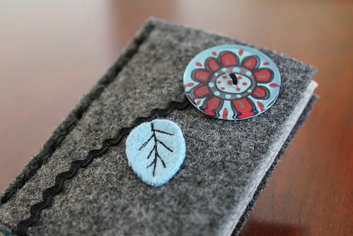 Felt Needle Book Flower Button
