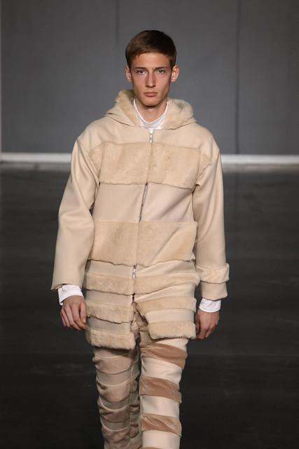 Clement Soulas3081_FW09_Paris_Romain Kremer_HQ(frillr via faget@Bellazon)