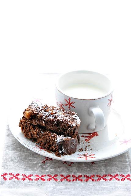 Cake al cioccolato con prugne, fichi e rum