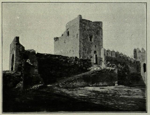 Castillo de San Servando. Torre del homenaje y puerta principal vistas desde el interior. Fotografía de M. Castaños. 1913