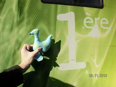 QUE NERVIOS QUE YA NOS VAMOS A MONTAR EN EL TREN BUENO EN EL TGV QUE DICEN LOS FRANCESES. Foto de Maribel Rubio para El.Gallinero (el.gallinero) Tags: en paris pato francia viajero parisdic2010