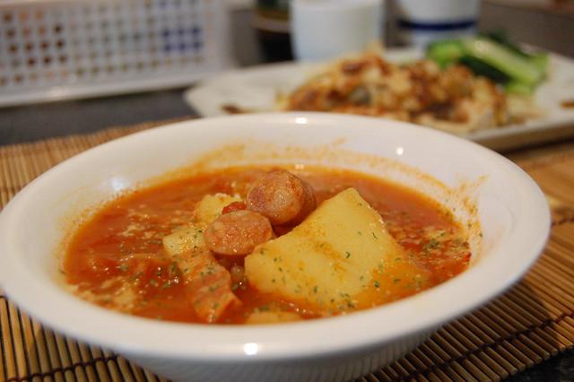 ウィンナーと野菜のテキトートマト缶煮込みが美味しうございます。 #jisui