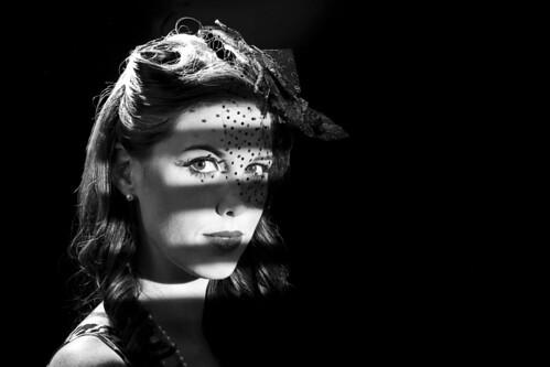 [フリー画像] 人物, 女性, モノクロ写真, 201012281500