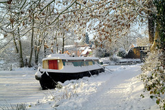 Barge (Arden 58) Tags: snow canal barge alvechurch
