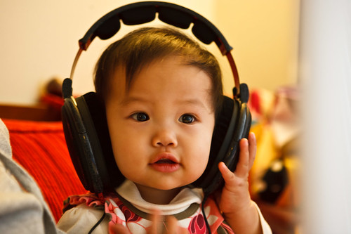Wearing Uncle Piao's new headphones