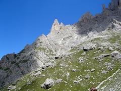 Salendo... (Rory89) Tags: mountain alberi landscape lago nuvole fiume erba pietre cielo sole sassi alto montagna paesaggio trentino canazei adige