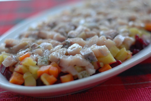kasuka tegemine/making of shuba: root vegetable salad with salted herring