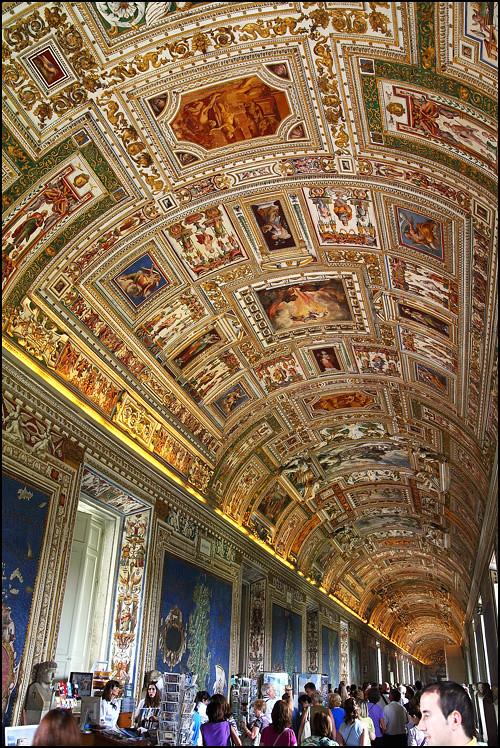 vatican-corridor-ceiling