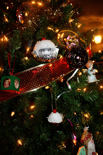 ornaments-in-tree