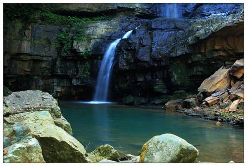 水上瀑布1