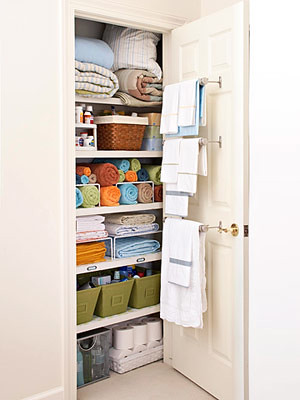 Organized-By-Evelin-Linen-Closet
