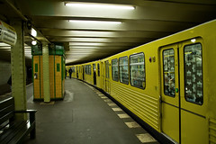 U Bahn (Keith McGovern) Tags: berlin yellow train canon germany underground deutschland 350d sigma trainstation ubahn 18200mm