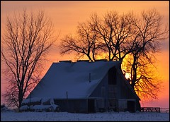 Sunset Barn (TumblingRun) Tags: sunset barn rural country iowa nkon d90 impressedbeauty nikkor70300vr