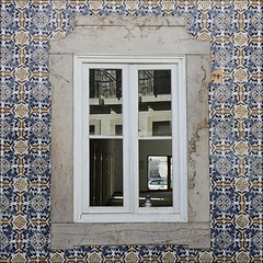 Ventana de Tavira (John LaMotte) Tags: ventana window janela azulejos tavira algarve portugal fachada tiles fenêtre ilustrarportugal