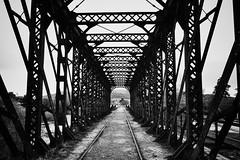 Puente Sierra de la ventana (manuelzaldua) Tags: sierradelaventana hdr antiguo puente ferroviario acero metalico byn