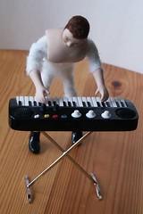 Naked Keyboarder (Cameron House Minis) Tags: miniatures band speaker rockband dollshouse ykk unzipped roombox