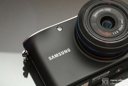 Samsung_NX100_exterior_02