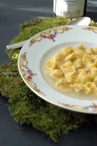 cappelletti in brodo by Surbir