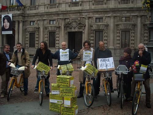 Consegna delle 25.000 firme per i referendum sull'ambiente, 5 novembre 2010