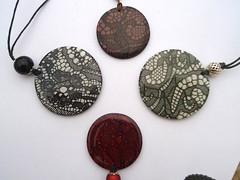 dentelles (ToutEnCouleur) Tags: plaque collier handmade main bijoux fimo dentelle fait polymer pendentif