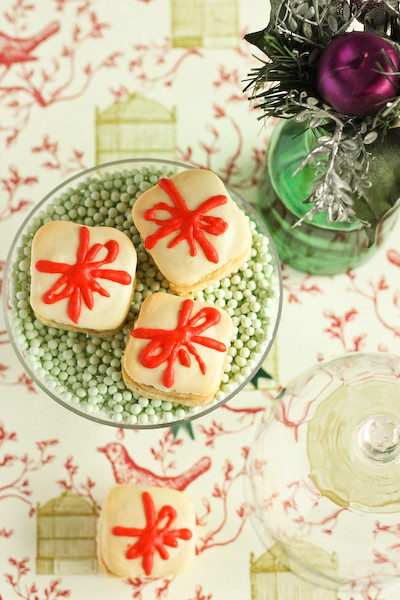christmas_present_macarons-8