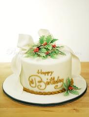 Holly (Bettys Sugar Dreams) Tags: birthday christmas cake germany hamburg geburtstag holly betty bow torte ilex fondant schleife torten geburtstagstorte geburtstagskuchen stechpalme motivtorte bettyssugardreams bettinaschliephakeburchardt