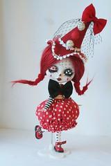 Custom blythe: petit clown rouge en cours