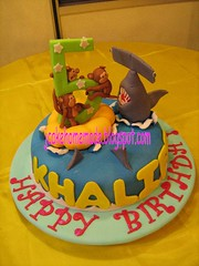 Hammerhead shark birthday cake (Jcakehomemade) Tags: monkeys hammerheadshark monkeycake 5thbirthdaycake partycake noveltycake celebrationcake sculptedcake sharkcake 3dbirthdaycake childrenbirthdaycake jcakehomemade hammerheadsharkbirthdaycake ediblefigurines khaliffsbirthdaycake