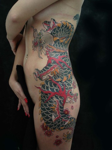 Design Dragon Tattoos on Women Waist