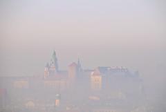 The Wawel Royal Castle (sollyth) Tags: city mist castle fog nikon poland polska krakow wawel crakow kraków cracow cracovia krakau miasto d300 mgła zamek krakoff nikkorafsdx18200f3556gifedvr
