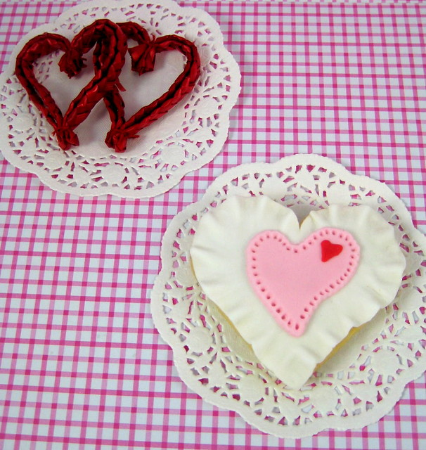 Vintage Ruffle Heart Valentine Cookie