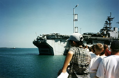 LHD 4 USS Boxer at Darwin's Stokes Hill Wharf in August 1997. (kenhodge13) Tags: nt australia darwin queue visitors usnavy northernterritory pre911 openday usmarines lhd4 15thmeu darwinharbour ussboxer stokeshillwharf waspclass ussboxeramphibiousreadygroup
