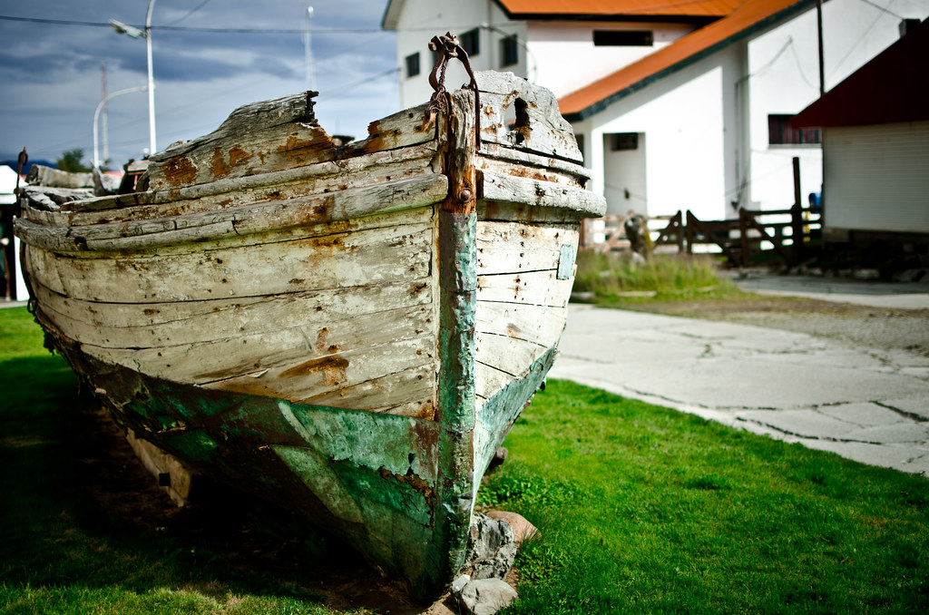 Derelict boat outside the Maritime Museum