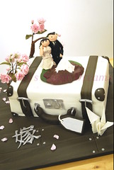 Luggage to Japan (Bettys Sugar Dreams) Tags: wedding cake japan germany groom bride couple crane weddingcake hamburg luggage polymerclay fimo figurines kanji cherryblossom hochzeit hochzeitstorte fondant sculpy kranich kirschblten caketop hochzeitstorten polymere kirschbltenzweig motivtorte tortenfiguren bettinaschliephakeburchardt bettyssugardreams bltenpaste tortentop