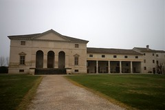 imgp2195 - Villa Saraceno (Lime Green Tim) Tags: italy mist columns holly finale vicenza landmarktrust andreapalladio vèneto villasaraceno