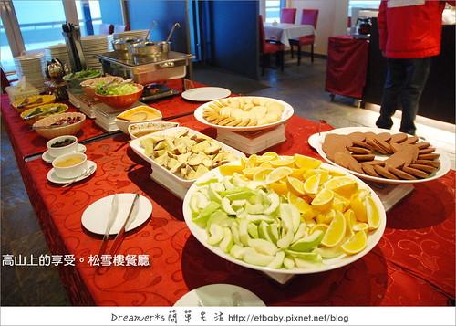 沙拉吧、水果、手工餅、湯品