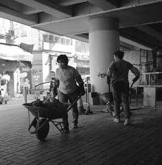 Hong Kong 2011 (BckWht) Tags: rolleiflex hongkong 香港 35e fujineopan400 銅鑼灣 xenotar casuewaybay