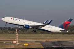 N1605 - Boeing 767-332(ER)(WL) - Delta Air Lines (Digi-Mike) Tags: dsseldorf dus duseddl airplane aircraft airport planespotting aeroporto germany n1605 boeing 767332erwl deltaairlines