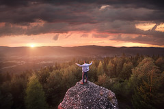 Wake up ! ( French | Portrait & Adventure ) Tags: d810 nikon sunset sunrise orange sky clouds early morning wind matin soleil nuages landscape forest foret rose rouge red rock climb hike saintdi france 14mm 1424mm kirawashere