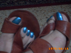 azul metal (33) (sandalman444) Tags: male feet foot toes long sandals painted ring mens pedicure toenails toerings toenaik