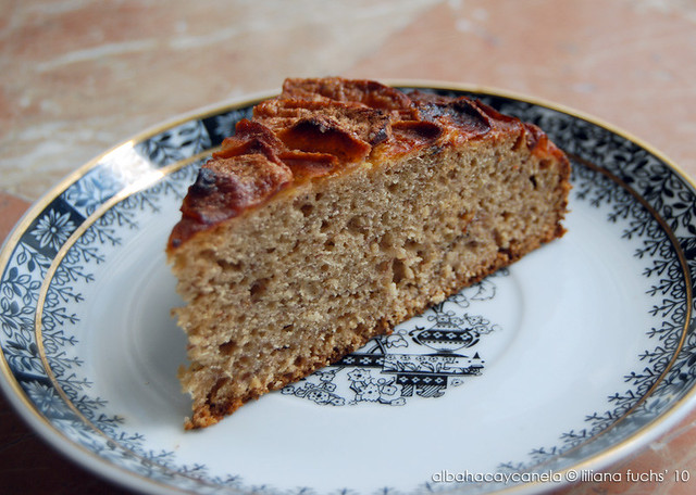 Banana apple cake