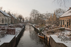 Winters dorp - Dutch village in winter (RuudMorijn) Tags: winter light sun holland color luz sol water netherlands gua la licht soleil canal agua colorful wasser colore dorf village lumire nederland vila holanda kanal sole picturesque inverno sonne farbe paysbas cor zon deau couleur luce bunt  canale dorp herengracht 2010 niederlande gracht kleurrijk noordbrabant  dhiver colorido colors kleur paesi bassi villaggio dacqua holands colorato dinverno drimmelen  holandesa olandese    abigfave   schilderachtig  nerlandaise niederlndisches