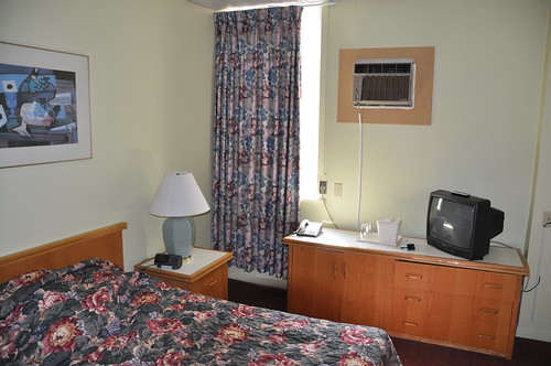 canada hotel tv nice bed room airconditioner québec sherbrooke blanket wellington lit chambre hôtel climatiseur