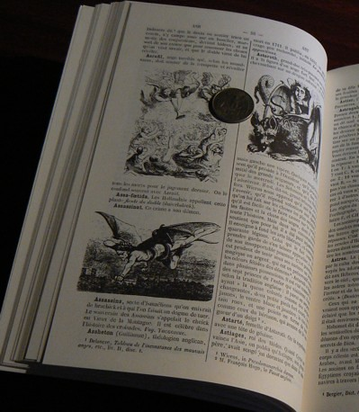 Page with illustrations from 1863 Dictionnaire Infernal - comparison with a quarter