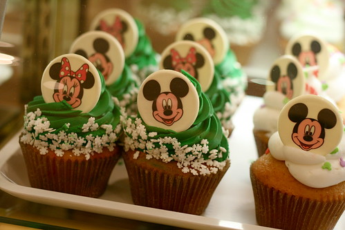Mickey and Minnie holiday cupcakes
