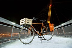 Il Muletto (_Whisky_) Tags: bicycle mare basket ponte porto neve bici commuter notte ortlieb pescara cestino